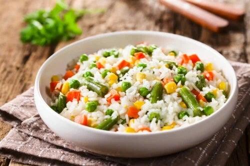 Rețetă de orez cu mazăre rapidă, delicioasă și sănătoasă