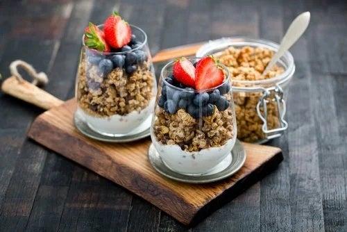 Rețete de granola cu iaurt
