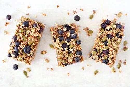 Rețete de granola delicioase: cum se prepară batoanele?