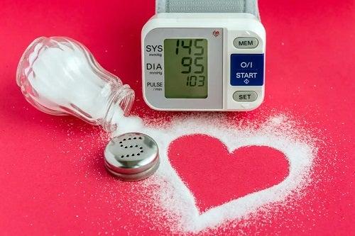 Sarea crește tensiunea arterială