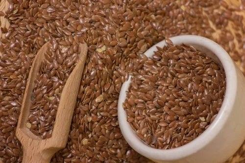 Apă de semințe de in pentru combaterea celulitei și piele