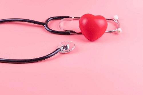 Stetoscop și inimă roșie