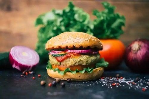 Burgeri de avocado și quinoa: rețetă delicioasă