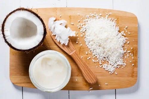 Cum se face untul de cocos acasă și cum se folosește?