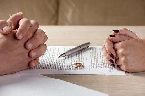 Cuplu ca a divorțat