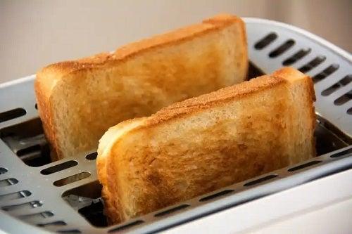 Cum se curăță corect un prăjitor de pâine? 5 sfaturi utile