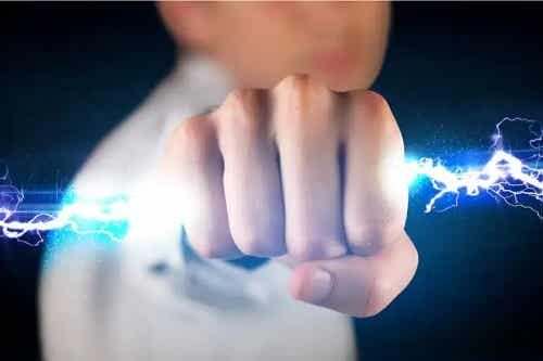 Electricitatea statică: ce este și care sunt riscurile sale pentru sănătate?