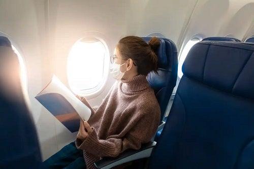 Cum să aveți grijă de păr în timpul unei călătorii cu avionul
