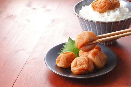 Pruna umeboshi cu orez