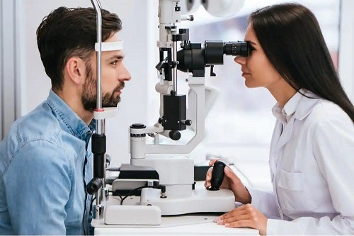 Specialist în pahimetrie corneană