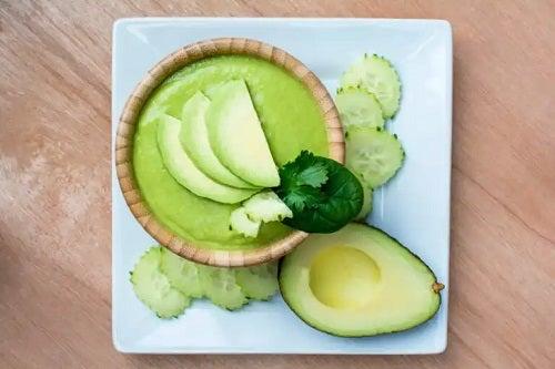 Rețetă ușoară de supă cremă de avocado